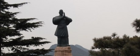A-huge-statue-of-a-Shaolin-Temple-Monk.