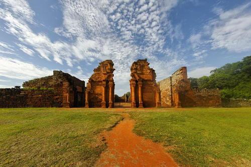 Missions jésuites des Guaranis : San Ignacio Mini, Santa Ana, Nuestra Señora de Loreto et Santa Maria Mayor (Argentine), ruines de Sao Miguel das Missoes (Brésil)