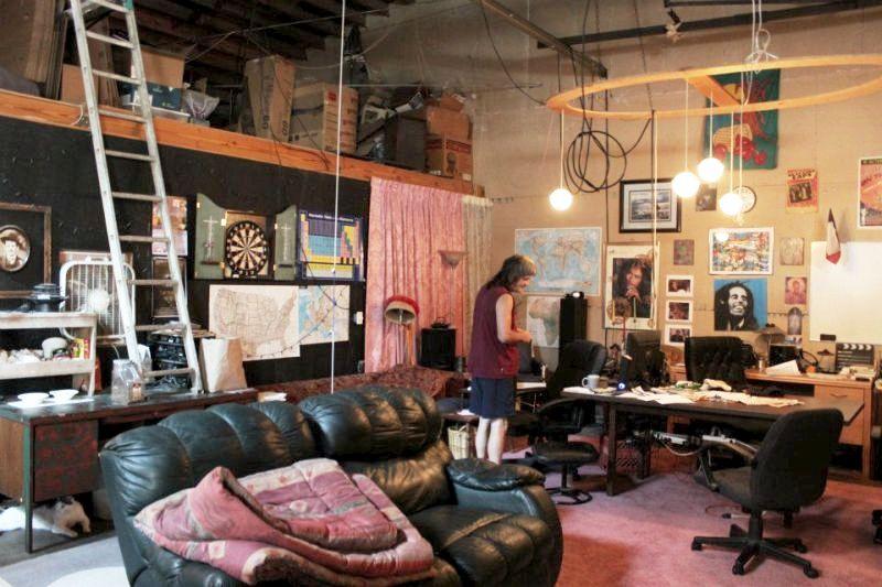 Couchsurfing nario namuose-dirbtuvese Hiustone