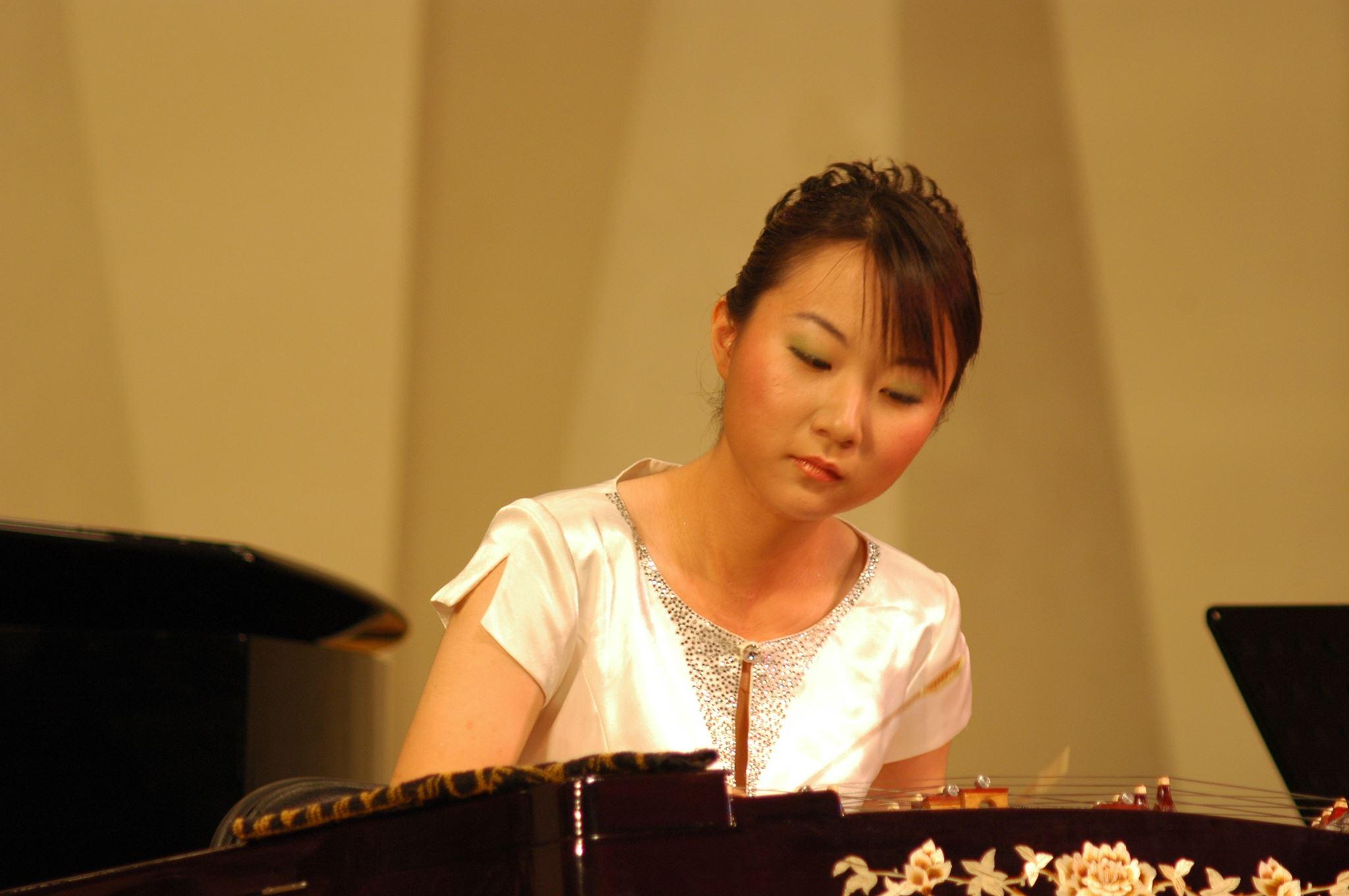 Yangqin (jangčinas) virtuozė Song Bing