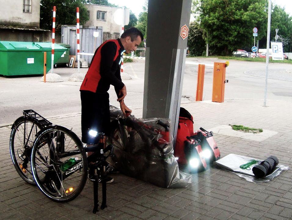 Talino autobusų stotyje išsipakuojame dviračius