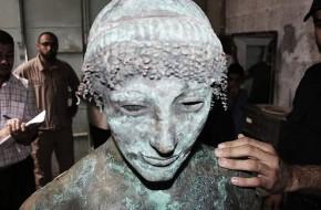 Aistros dėl jūroje rasto Apolono