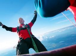 Pirmą kartą Lietuvoje – šuolis su guma iš oro baliono